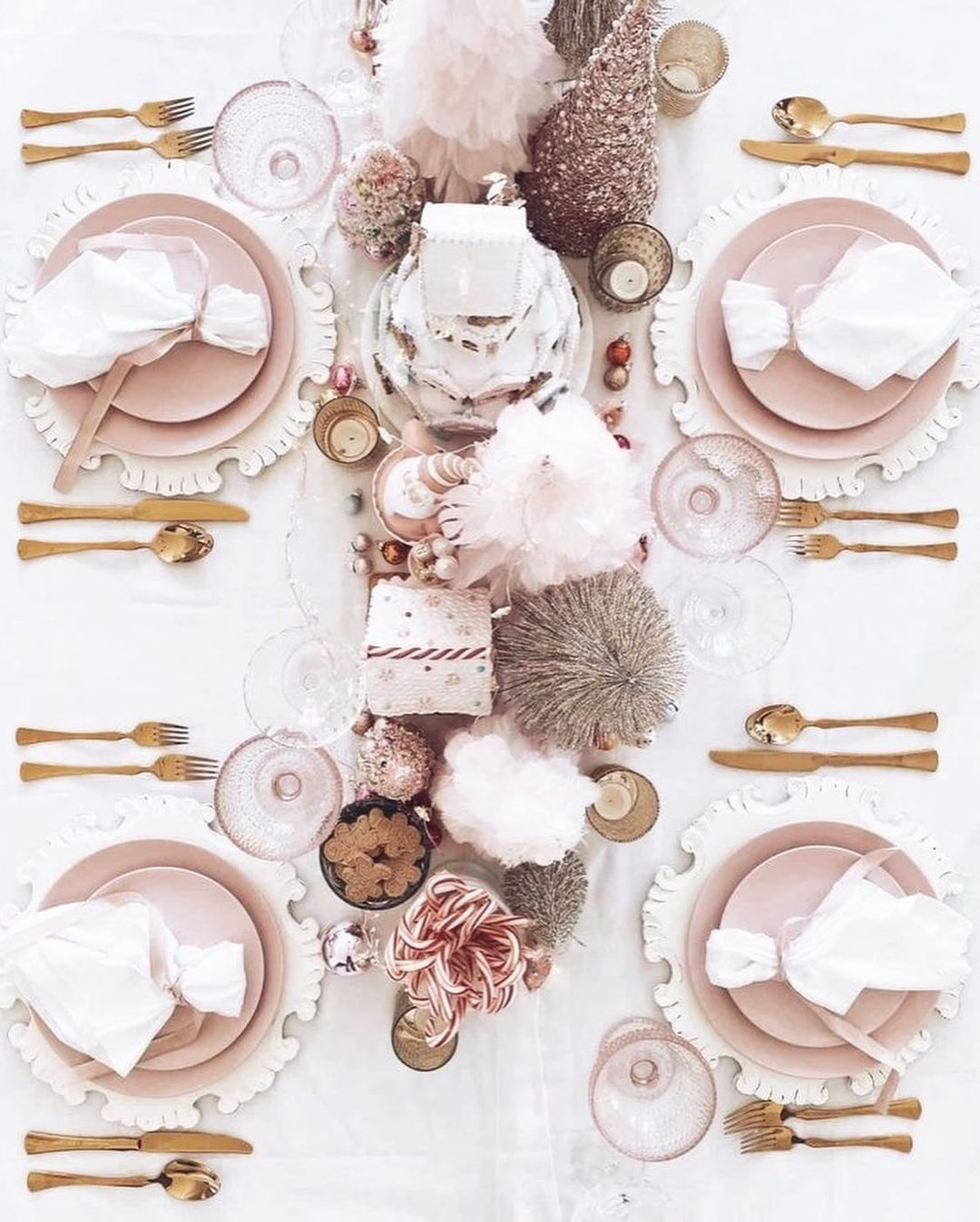 56 WONDERFUL AND CAREFUL CHRISTMAS TABLES Pictures 20