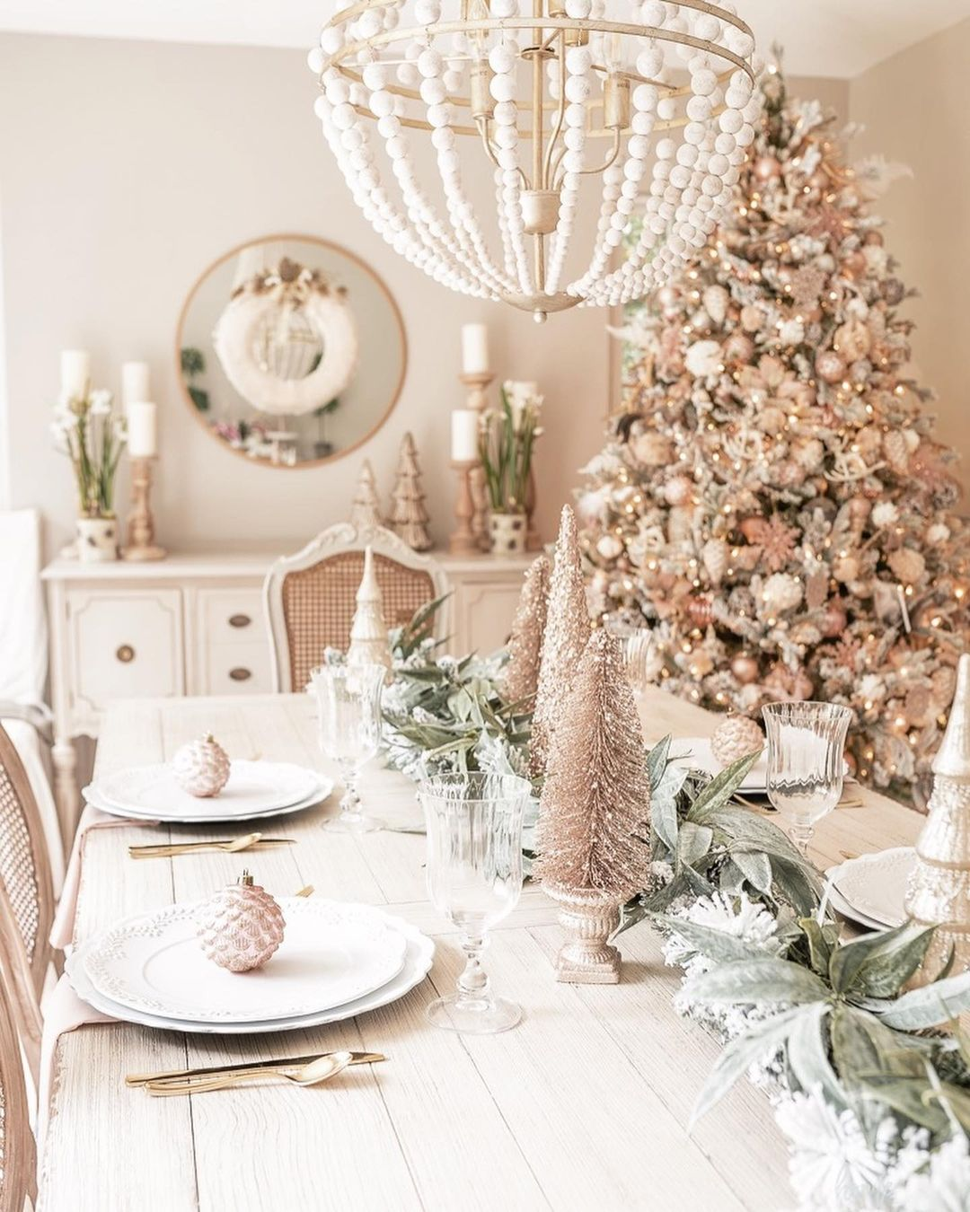 56 WONDERFUL AND CAREFUL CHRISTMAS TABLES Pictures 28