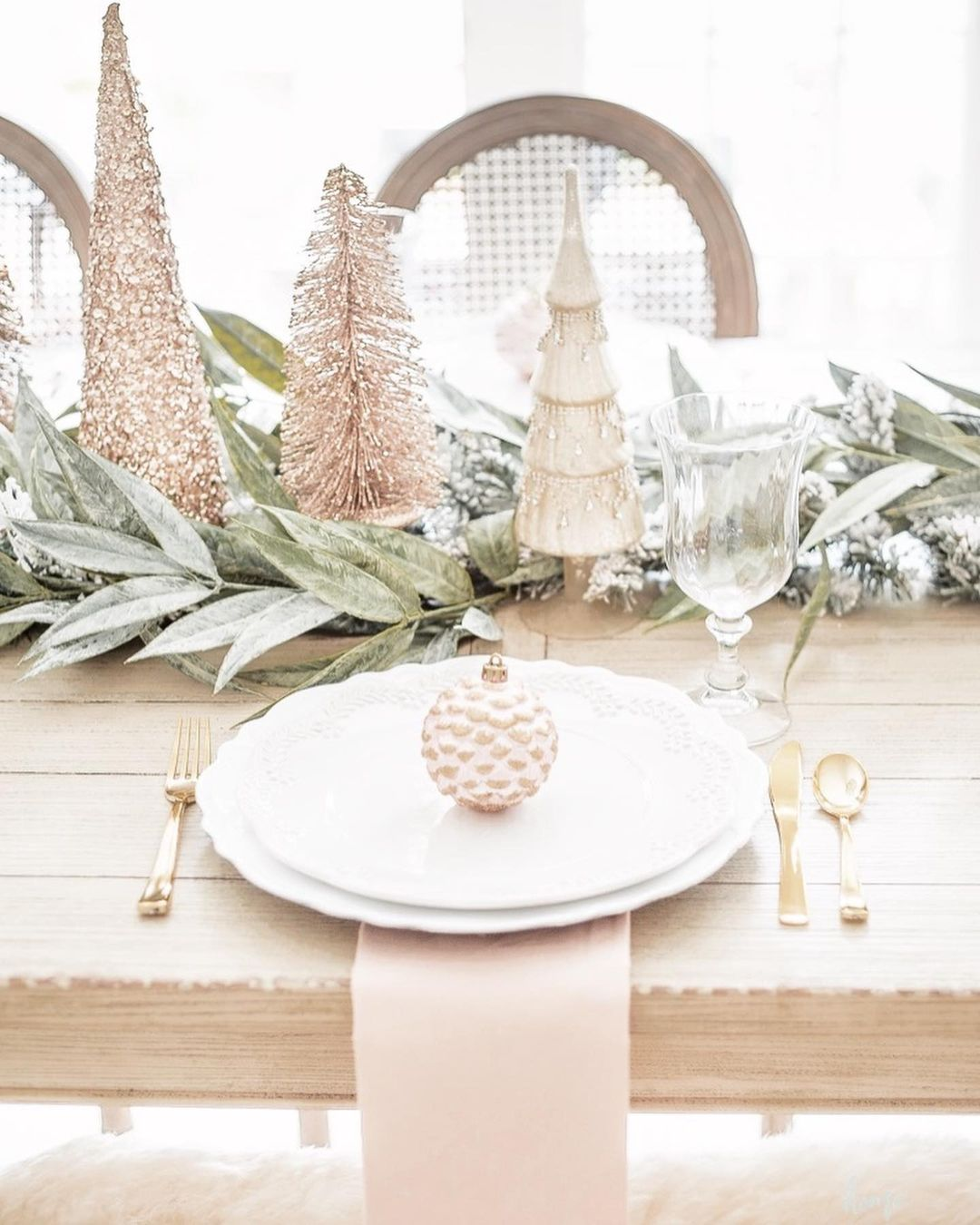 56 WONDERFUL AND CAREFUL CHRISTMAS TABLES Pictures 30