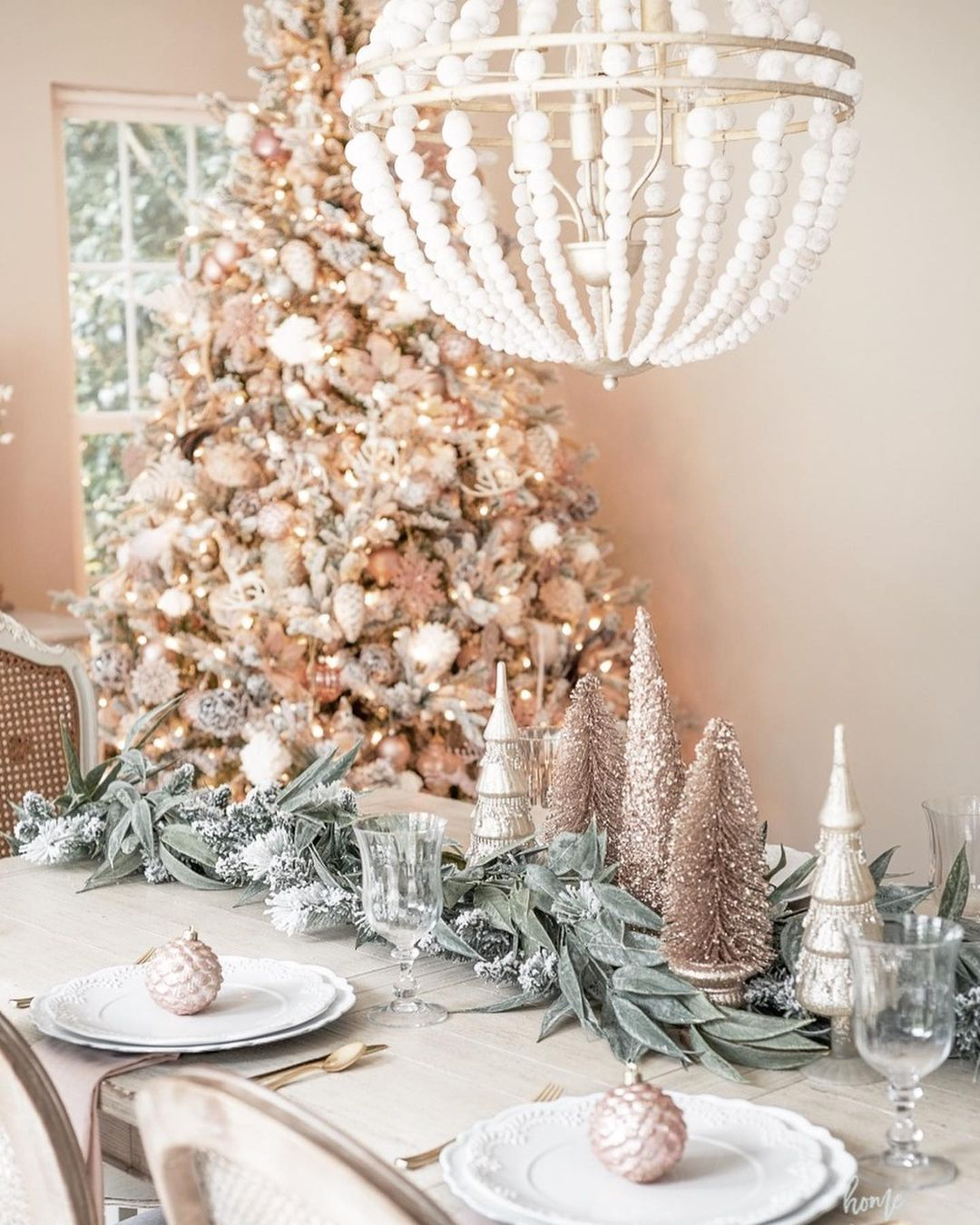 56 WONDERFUL AND CAREFUL CHRISTMAS TABLES Pictures 31
