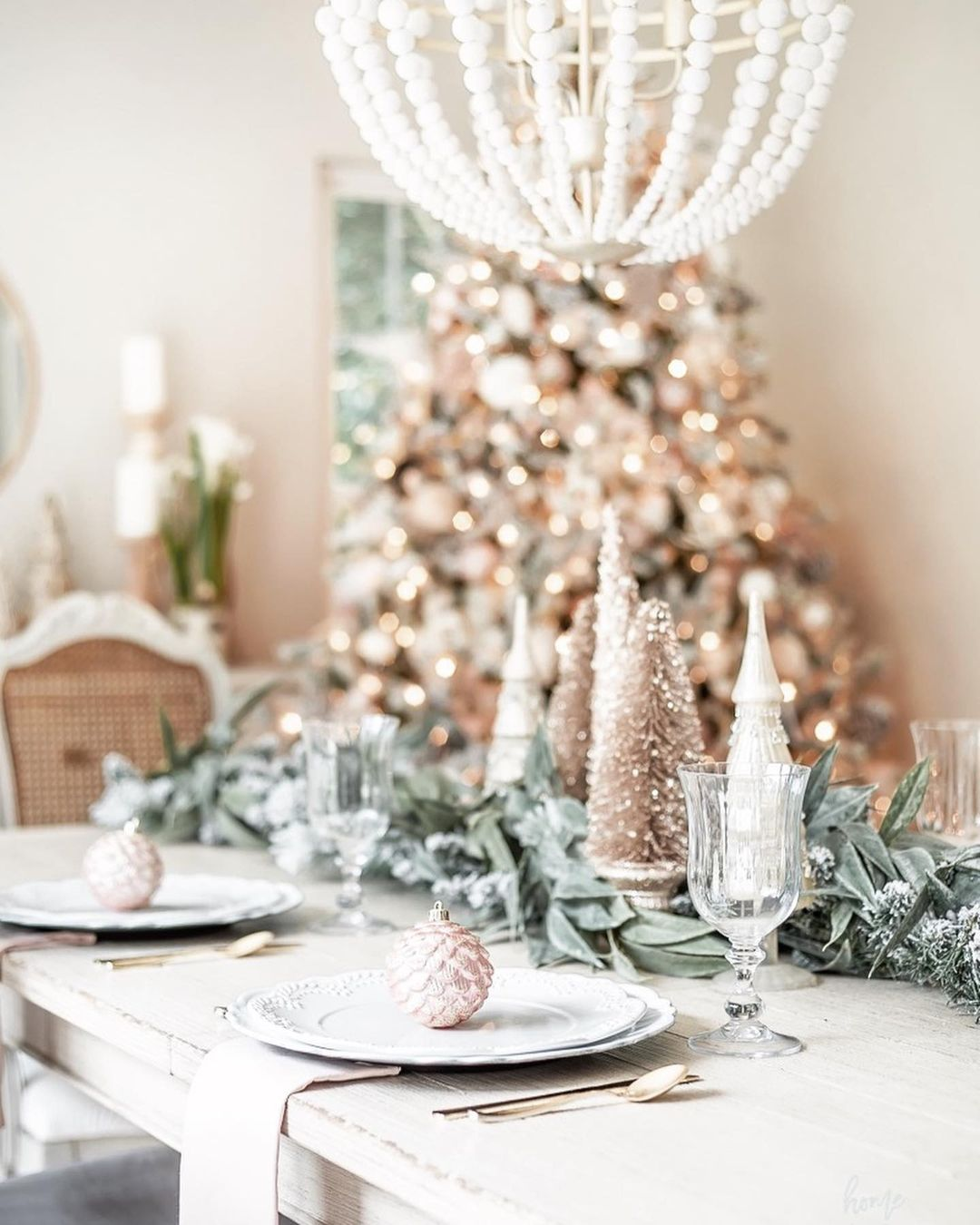 56 WONDERFUL AND CAREFUL CHRISTMAS TABLES Pictures 32