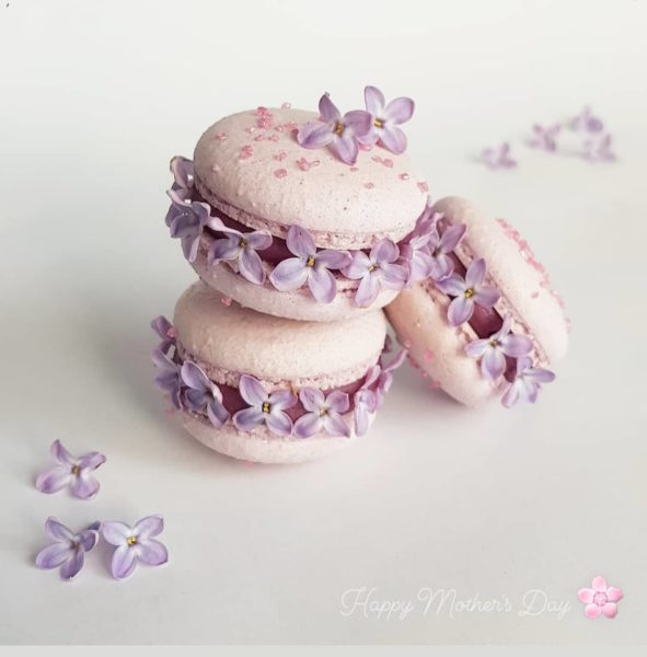 Small Desserts Made With Love and Macaron 452
